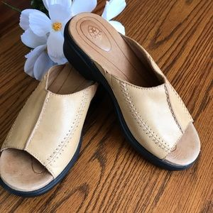 Ariat Women's Leather Tan Mules Clog Size: 8B